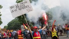 fransiz demiryolu calisanlari emeklilik reformuna karsi is birakti